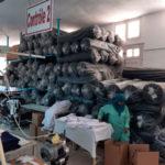 Poste de machine à coudre dans une usine tunisienne