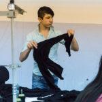 Contrôle qualité d'un textile dans un atelier turque