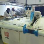 Machine de découpe dans un atelier tunisien