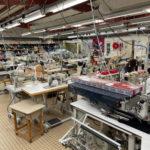 Atelier de confection dans une usine textile française